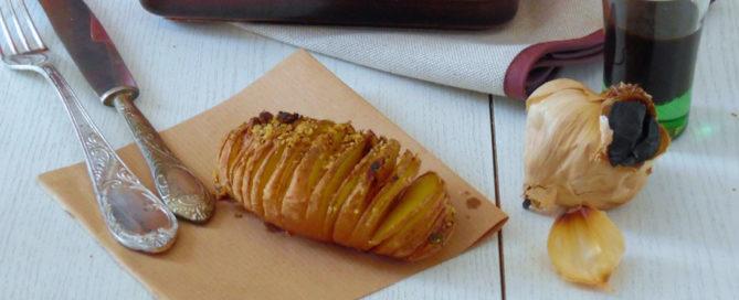 Patate hasselback con aglio Nero di Voghiera