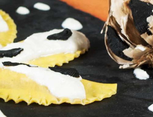 Mezzelune ripiene all'aglio di Voghiera D.O.P. e anguilla in crema acida e aglio nero