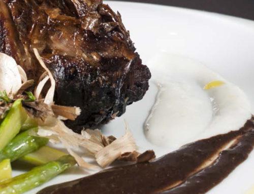Sella di agnello con asparagi croccanti, aglio di Voghiera D.O.P. e aglio nero