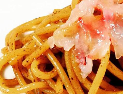 Spaghetti con aglio Nero di Voghiera e gamberi rossi di Porto Santo Spirito
