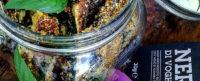 Stick di zucchine al forno con menta e aglio nero