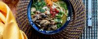 Shinshi Soba al curry verde, funghi e aglio nero