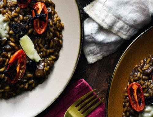 Risotto con melanzane, crema di aglio Nero di Voghiera e pomodori confit