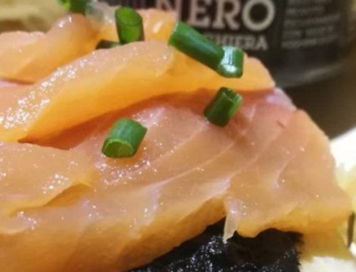 Focaccia artigianale con salmone e crema di aglio Nero di Voghiera