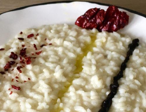 Risotto con aglio Nero di Voghiera, olio e peperoncino